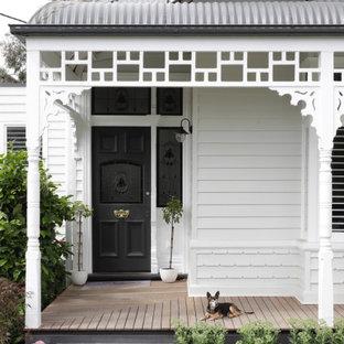 Ispirazione per un portico vittoriano di medie dimensioni e davanti casa con pavimentazioni in pietra naturale