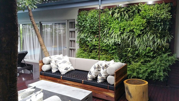 Contemporary Veranda by Modula' Greenwalls