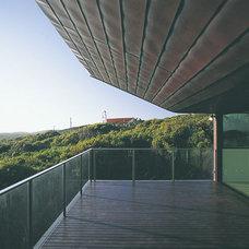 Modern Porch by Dale Jones-Evans Pty Ltd Architecture