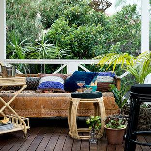 Foto de terraza tropical con entablado