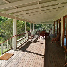 Farmhouse Deck by cMacd consulting & design