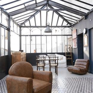 Idées déco pour une véranda contemporaine de taille moyenne avec un plafond en verre et aucune cheminée.