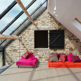 Exemple d'une grande véranda tendance avec un plafond en verre.