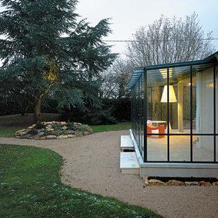 Idée de décoration pour une véranda design de taille moyenne avec un sol en carrelage de céramique, aucune cheminée et un plafond en verre.