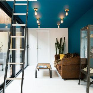 ボルドーの中くらいのコンテンポラリースタイルのおしゃれなサンルーム (暖炉なし、塗装フローリング、白い床) の写真