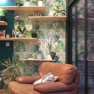 Idées déco pour une petit véranda exotique avec un sol en bois clair, aucune cheminée et un plafond en verre.