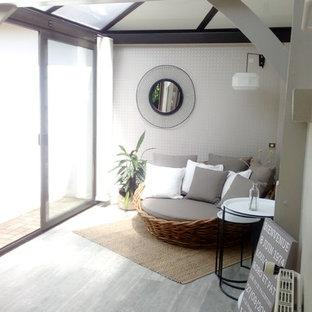 Idéer för mellanstora funkis uterum, med vinylgolv, tak och grått golv