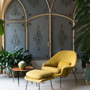 Imagen de galería ecléctica con suelo de baldosas de cerámica y techo estándar