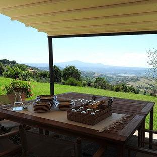 Inspiration pour une véranda rustique de taille moyenne avec un sol en carreau de terre cuite et un sol rose.