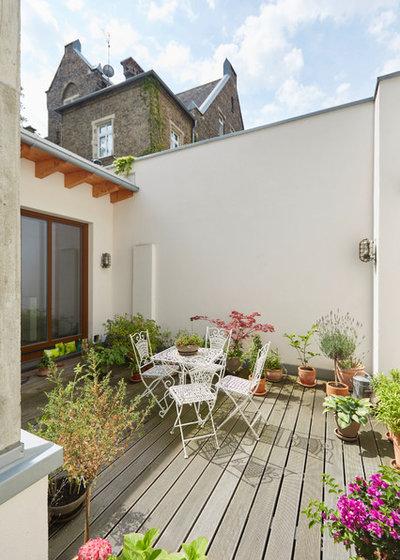 Contemporary Veranda by Unique Home