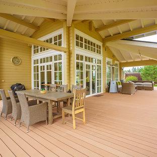 Immagine di un portico country di medie dimensioni e nel cortile laterale con un tetto a sbalzo