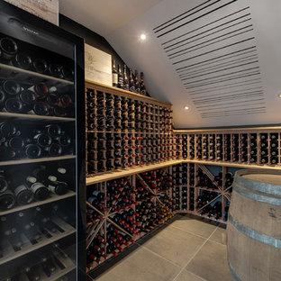 Aménagement d'une cave à vin scandinave.