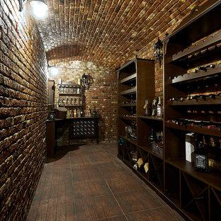 Удачное сочетание для дизайна помещения: винный погреб в классическом стиле с стеллажами - самое интересное для вас