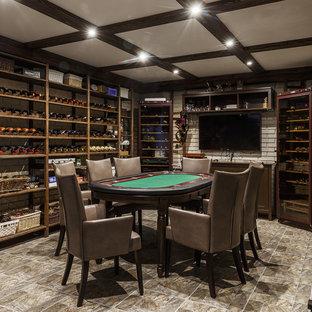 Imagen de bodega clásica renovada, de tamaño medio, con suelo de baldosas de porcelana, botelleros y suelo gris