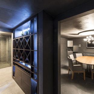 Свежая идея для дизайна: винный погреб среднего размера в современном стиле с мраморным полом и витринами - отличное фото интерьера