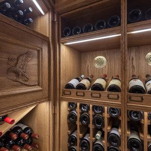 Idées déco pour une petit cave à vin classique avec un sol en carrelage de céramique, un présentoir et un sol bleu.