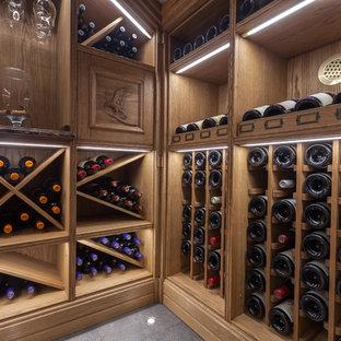 Idée de décoration pour une petit cave à vin tradition avec un sol en carrelage de céramique, des casiers et un sol bleu.