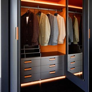 Inspiration för mellanstora moderna klädskåp för män