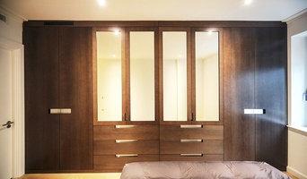 ANTICO STYLE OAK VENEER DOORS WITH STAINLESS STEEL HANDLES, CANARY WHARF