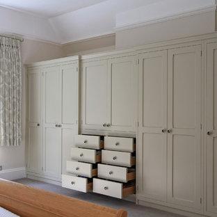Foto de armario y vestidor clásico, grande, con moqueta