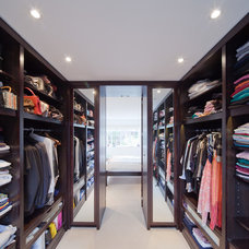 Contemporary Closet by COUPDEVILLE