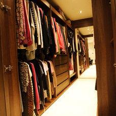 Modern Closet by Tek Interiors