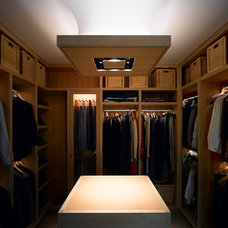 Contemporary Closet by Hill Mitchell Berry Architects