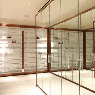 Modelo de vestidor unisex, contemporáneo, grande, con armarios con paneles lisos