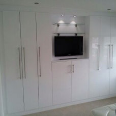 Modern Closet by JRB Fitted Furniture