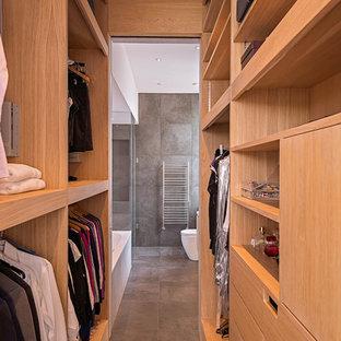 Cette image montre un dressing et rangement design.