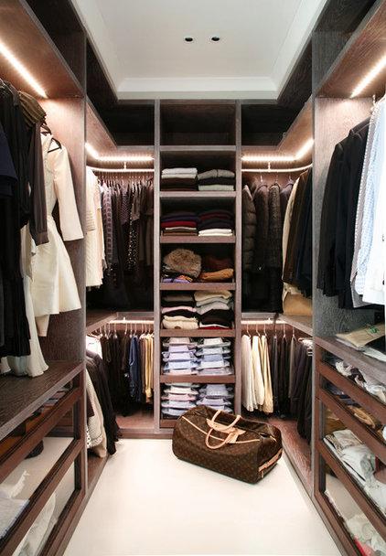 Closet by VSP Interiors