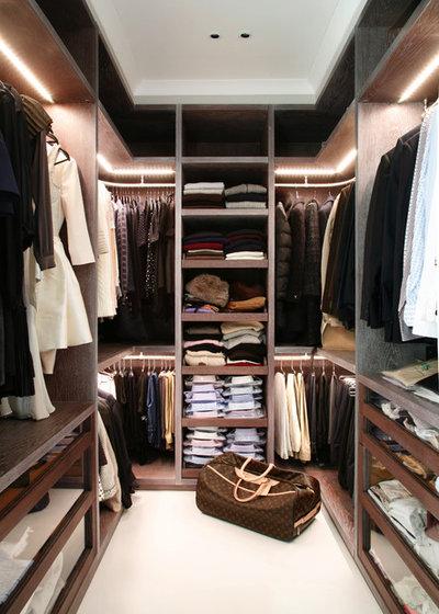 Contemporary Wardrobe by VSP Interiors