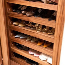 Modern Closet by Minimo Bespoke Furniture