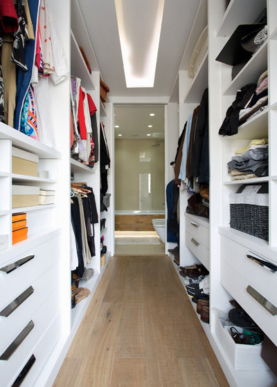 Contemporary Wardrobe by Ventura Property Developments