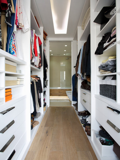Charmant Mid Sized Trendy Medium Tone Wood Floor Walk In Closet Photo In London With