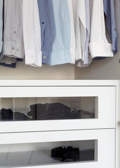 Modern Wardrobe by TLA Studio