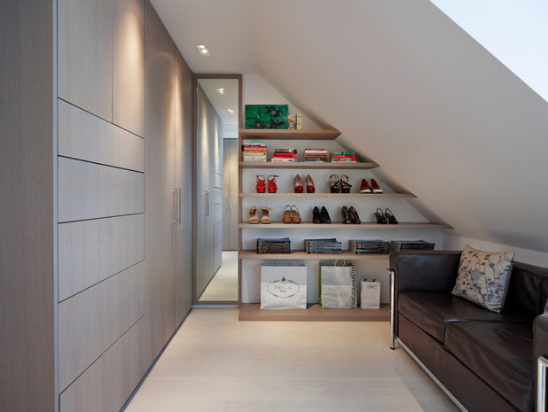 Contemporary Wardrobe by Gregory Phillips Architects