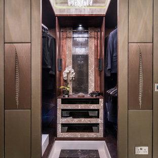 Ispirazione per una cabina armadio unisex design di medie dimensioni con nessun'anta, ante in legno bruno e pavimento in marmo
