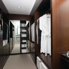 Contemporary Closet by Honky Architecture & Interior Design