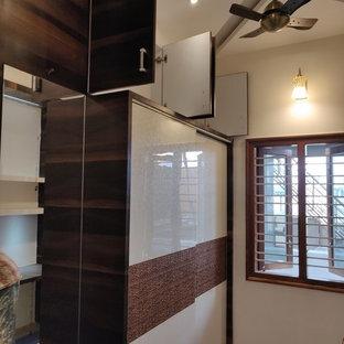 バンガロールのアジアンスタイルのおしゃれな収納・クローゼットの写真