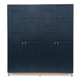 Modelo de armario unisex, ecléctico, grande, con armarios con rebordes decorativos y puertas de armario azules