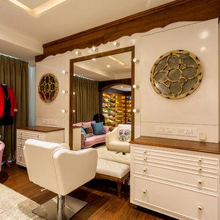 Eklektisches Ankleidezimmer in Mumbai