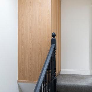 ロンドンの小さいコンテンポラリースタイルのおしゃれな収納・クローゼットの写真