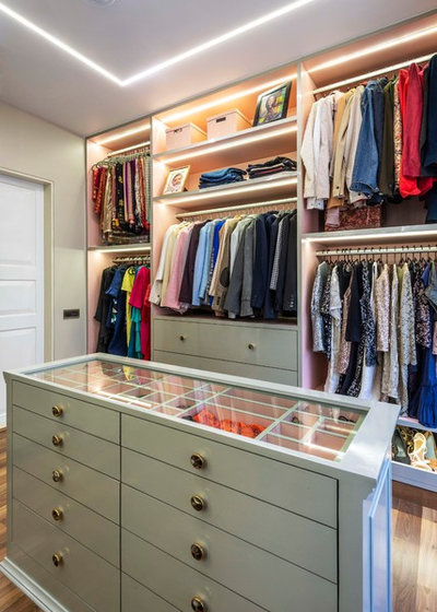 Modern Wardrobe by deSigneR - Architects and Interior Designers