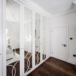 Idée de décoration pour un dressing et rangement victorien.