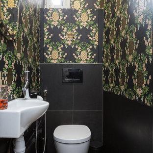 Свежая идея для дизайна: маленький туалет в современном стиле с инсталляцией, черной плиткой, полом из керамической плитки, черным полом, белой столешницей, фасадами с декоративным кантом, черными фасадами, керамической плиткой, черными стенами, подвесной раковиной и столешницей из искусственного камня - отличное фото интерьера