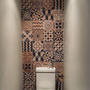 На фото: с невысоким бюджетом туалеты в стиле ретро