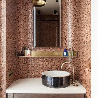 Aménagement d'un WC et toilettes contemporain avec un placard à porte plane, des portes de placard marrons, un carrelage multicolore, carrelage en mosaïque, un mur multicolore, une vasque, un plan de toilette blanc et meuble-lavabo encastré.