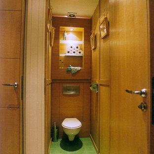 На фото: маленький туалет в современном стиле с инсталляцией и зеленым полом с