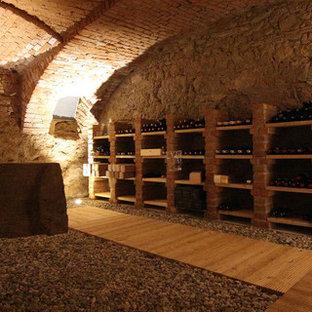 Cette image montre une cave à vin style shabby chic.